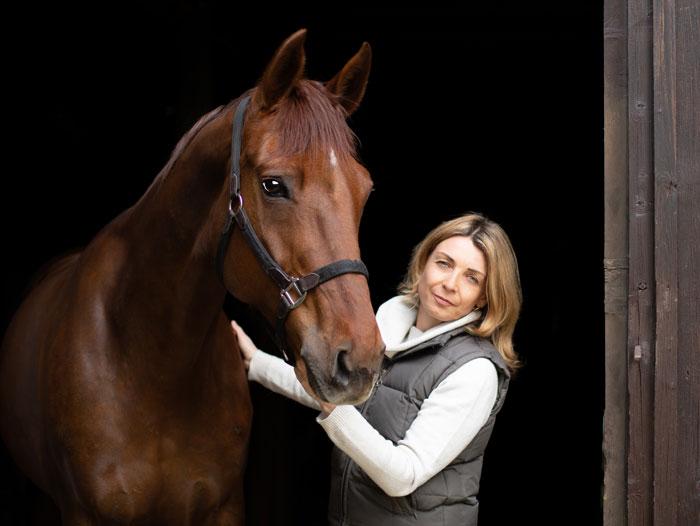 Silvia Ettl-Huber mit ihrem Pferd