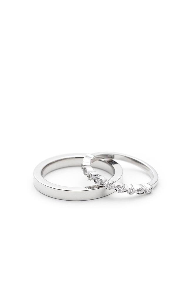 Alliances en platine, or blanc 14K et diamants