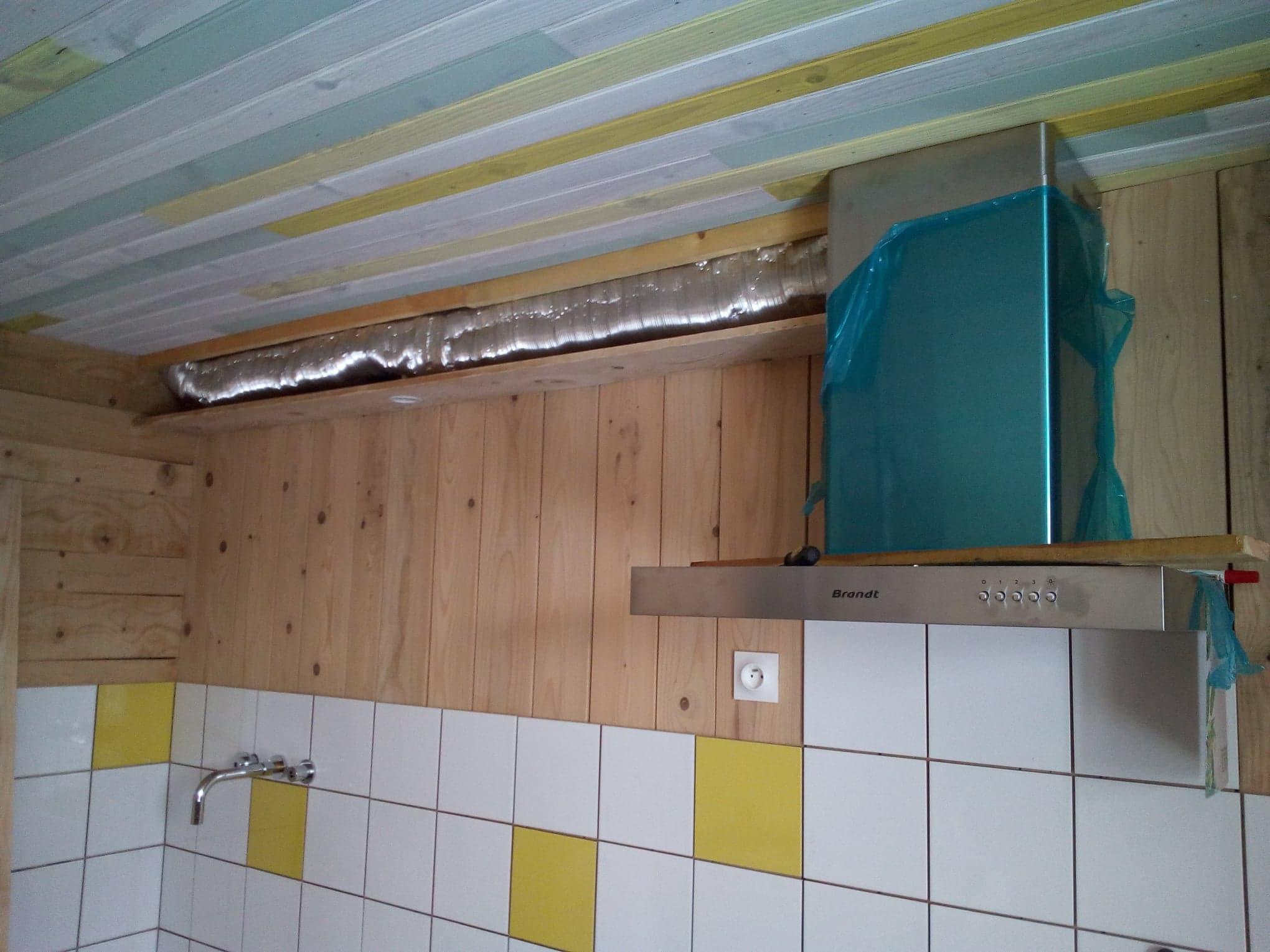 Janvier 2019 : installation de la hotte et plomberie de la cuisine