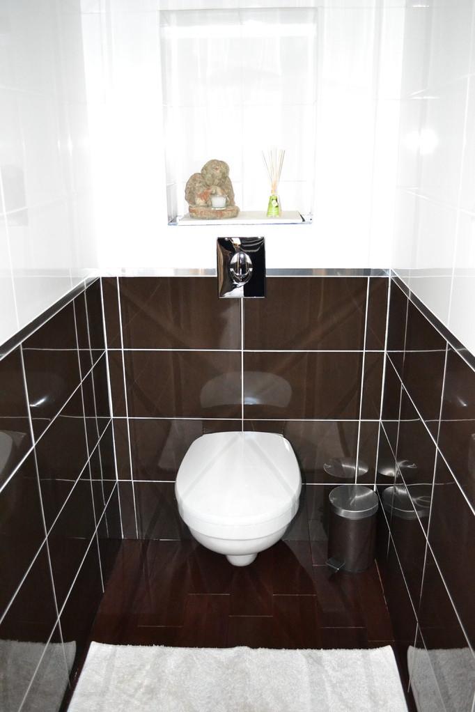 Les toilettes indépendants dans la chambre