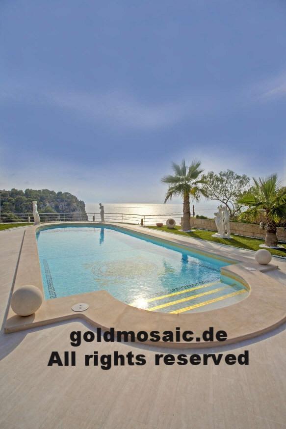 Goldmosaik im Schwimmbad