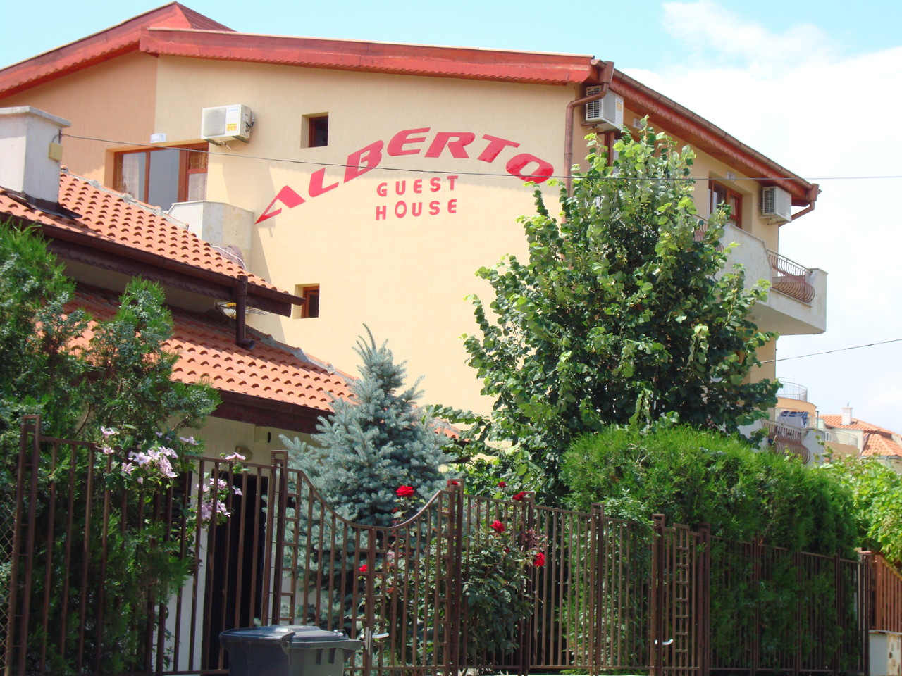 "*** Kъща за гости ""Aлберто"" ***"