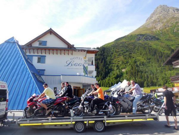 Motorradanhänger für 8 Motorräder