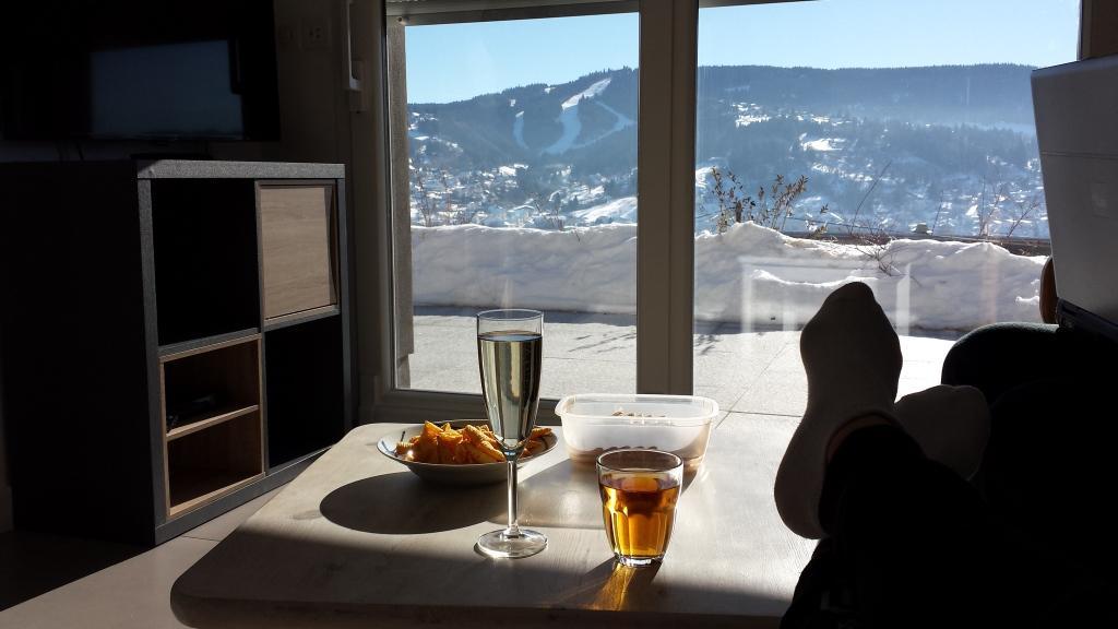 Vue sur Gérardmer et le domaine skiable à partir du coin salon
