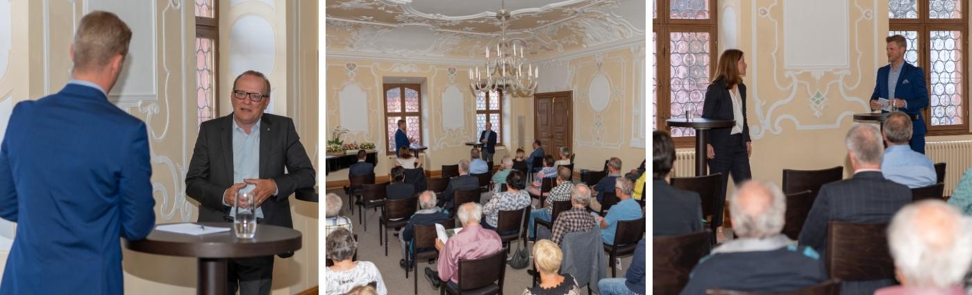 Moderator Thomas Odermatt moderiert eine Politikveranstaltung mit FDP Präsidentin Petra Gössi und FDP Ständerat Damian Müller.