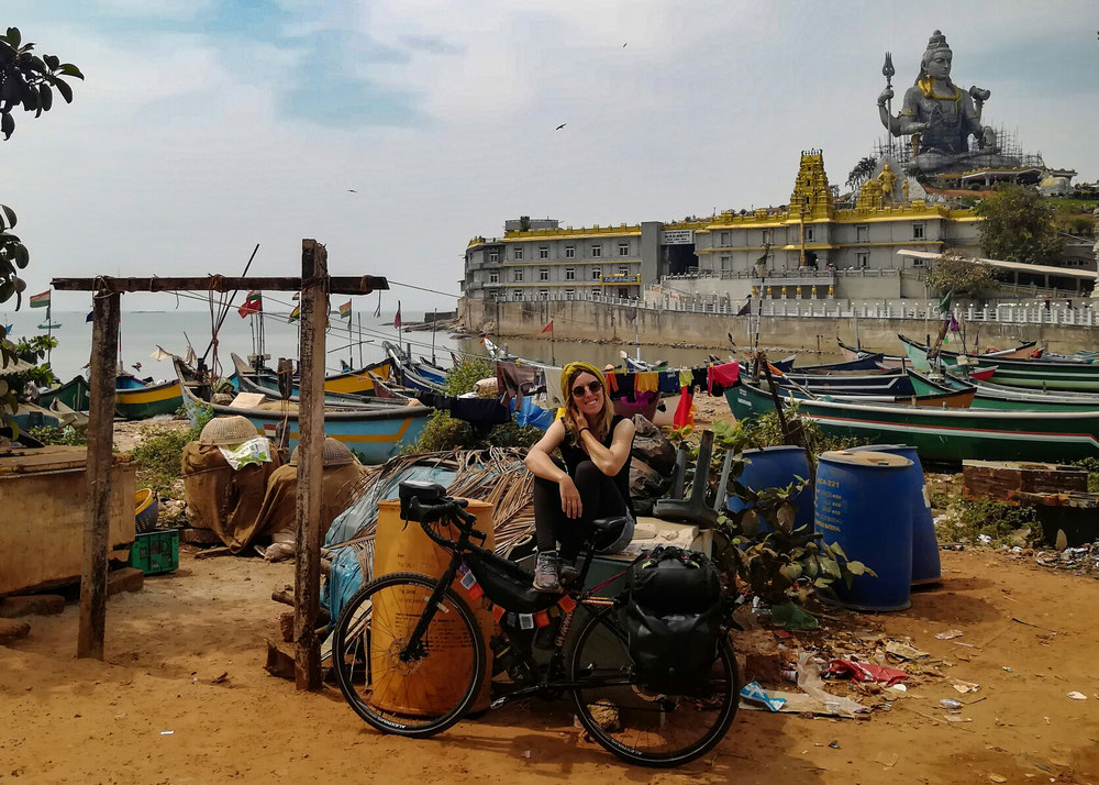 Un énorme temple sur l'eau et la deuxième plus grande statue de Shiva au monde !