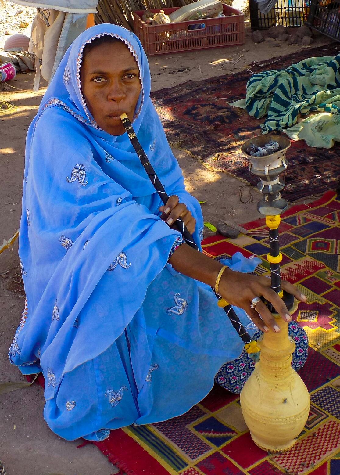 Une femme sur l'île de Hormuz. Les gens ne ressemblent plus trop aux iraniens du centre.