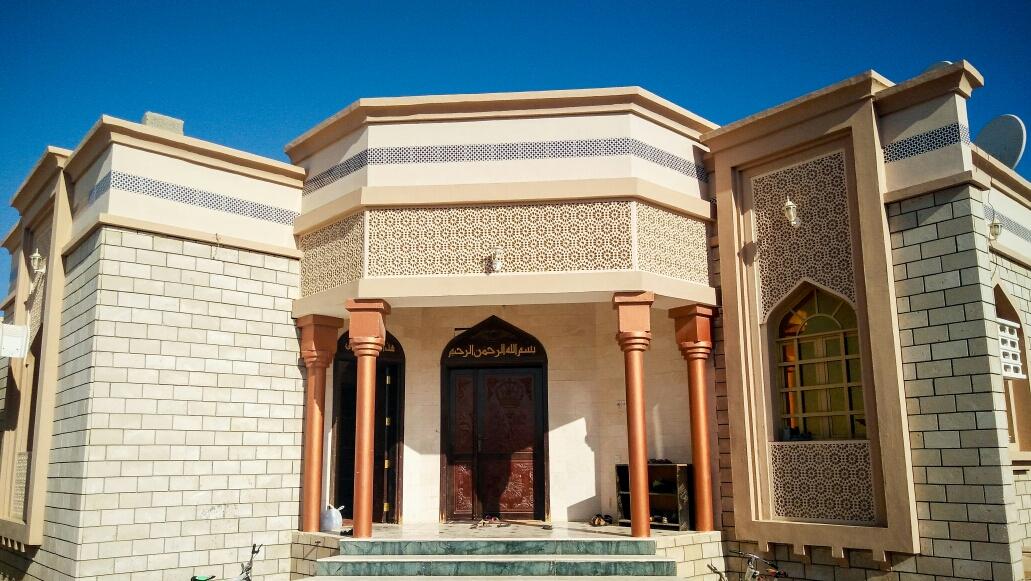 La maison d'Issa. Entre temps on s'est habitués à ce que les maisons des omanais soient comme ça, immenses, clinquantes et parfois même pailletées !