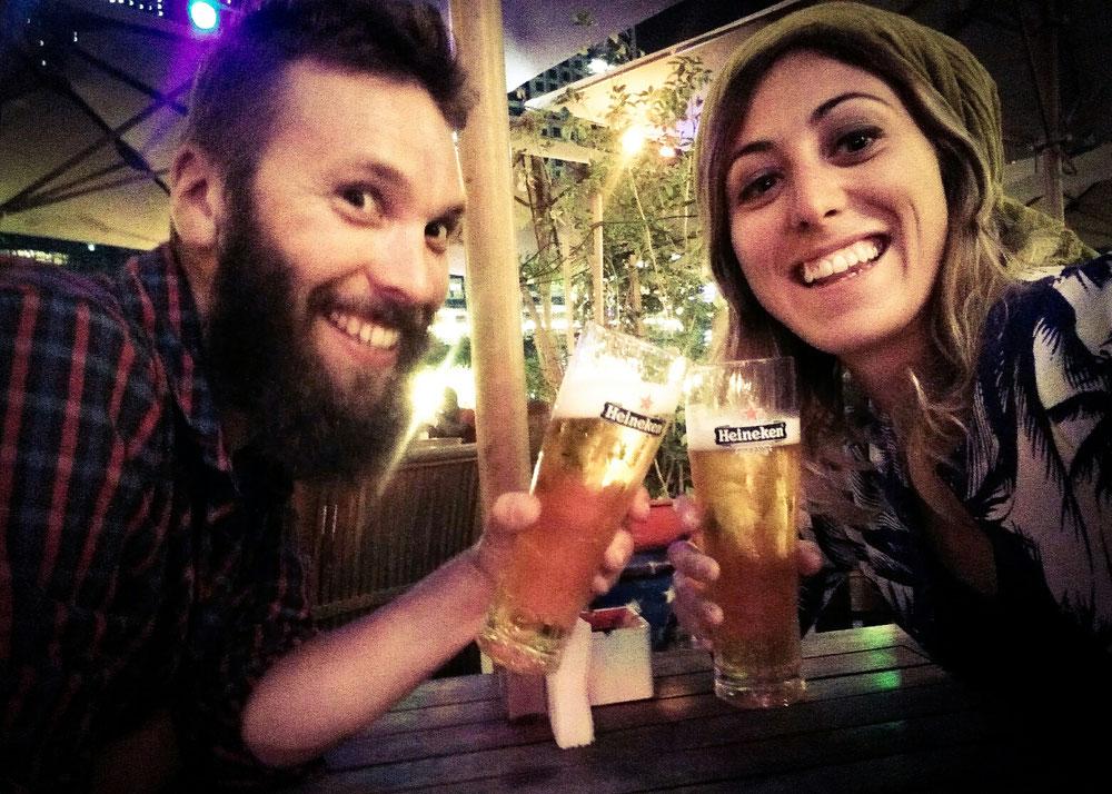 Délivrance !! De la bière hors de prix ! (l'histoire ne dit pas combien on en a bu, mais on avait fait des économies en Iran..)