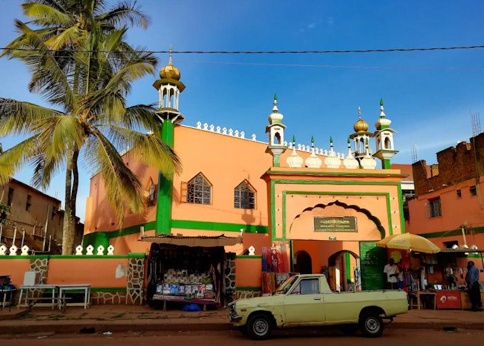 Et la mosquée (on était hyper contents d'entendre à nouveau l'appel à la prière, ça nous a rappelé des souvenirs, et chanté par un muezzin Ougandais c'était tout simplement magnifique !)