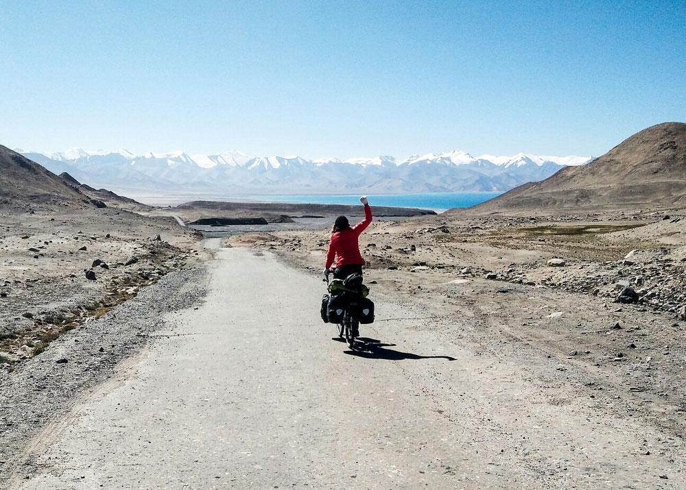 Et la redescente, avec en fond, le lac Karakul