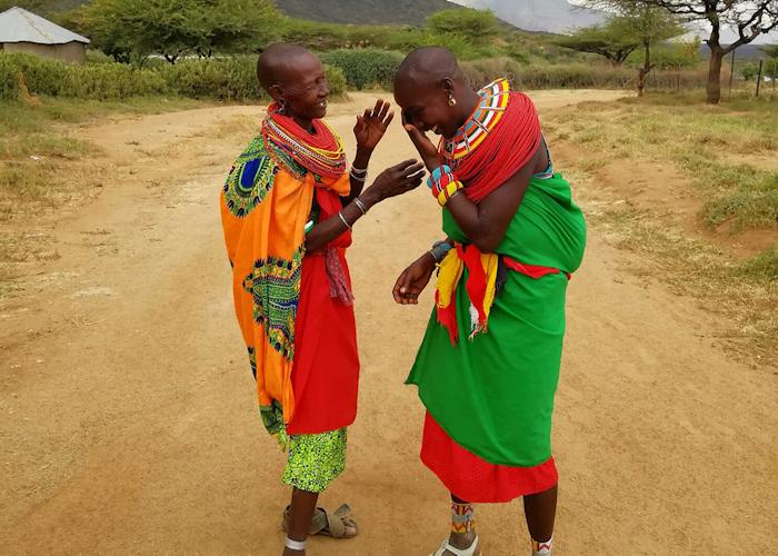 Femmes Samburu de la tribu dans laquelle vivent Steven et sa famille