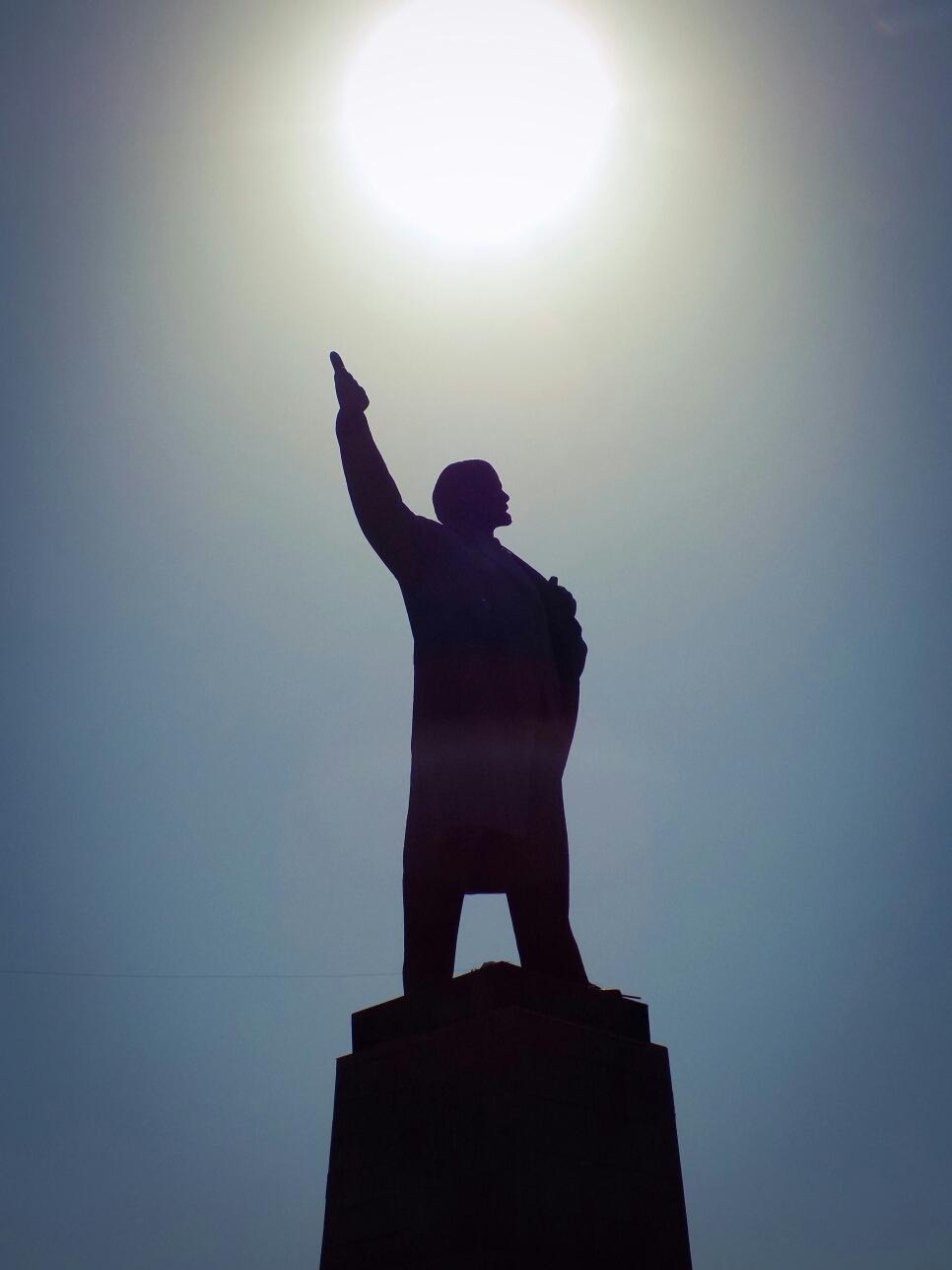 Sa statue de Lenine...