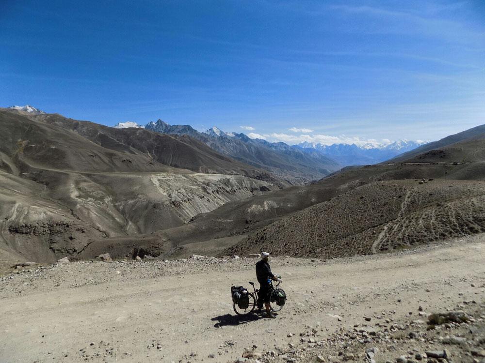 Au loin, les montagnes du Pakistan.