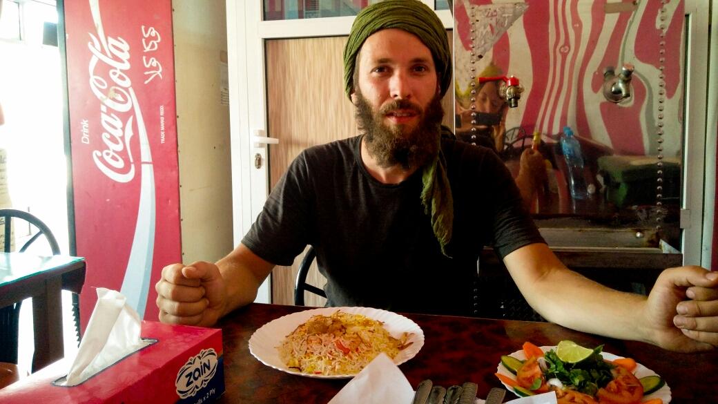 La bouffe !! Du riz, du dhal et des salades !