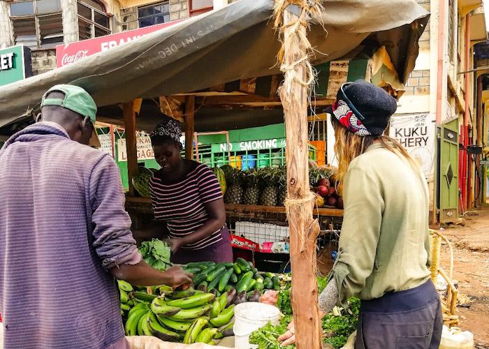 Les bananes vertes servent à préparer le matoke, dont on vous parlait plus haut)