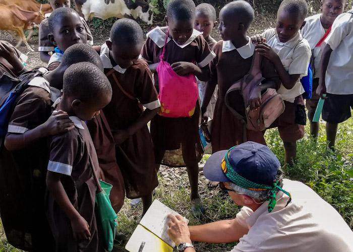 Déformation professionnelle... Un instit reste un instit même en voyage au Kenya ;)