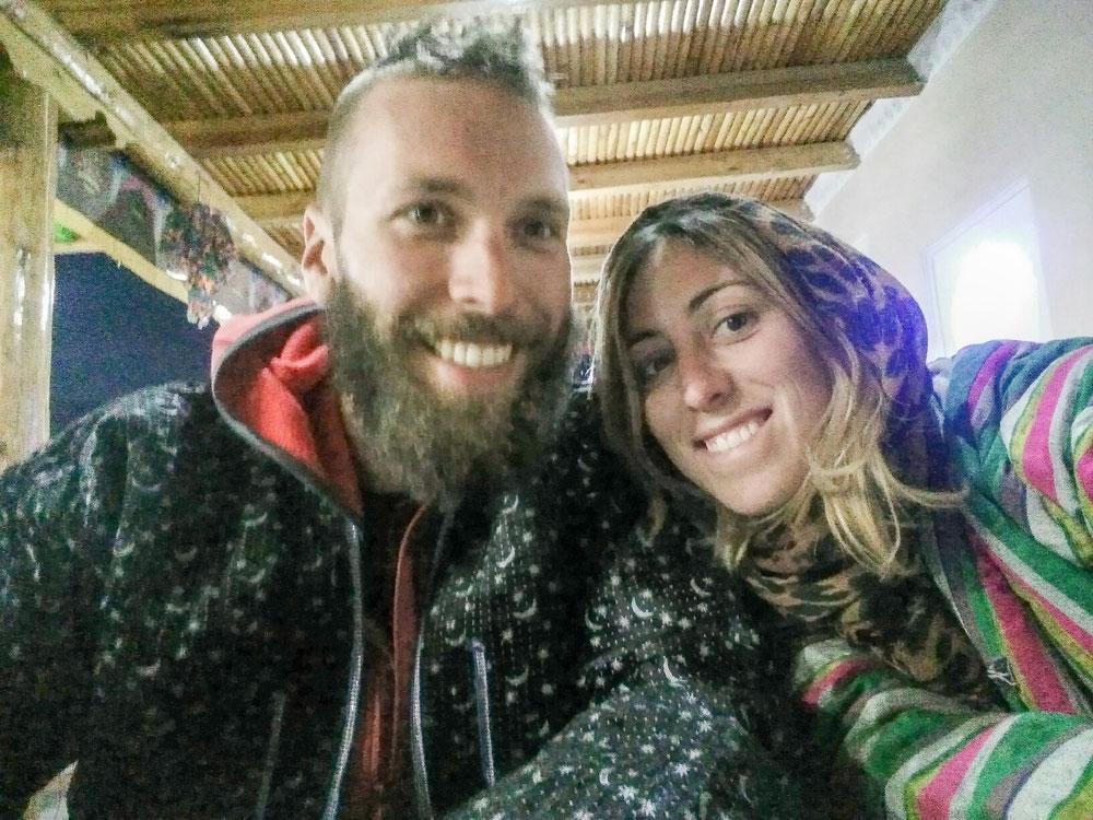 Au resto comme on était gelés, on nous a prêté des beaux manteaux ouzbeks bien lourds et chauds !