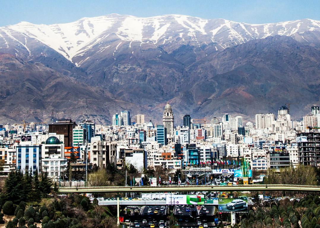 Téhéran, cuvette entourée de montagnes, et très polluée !