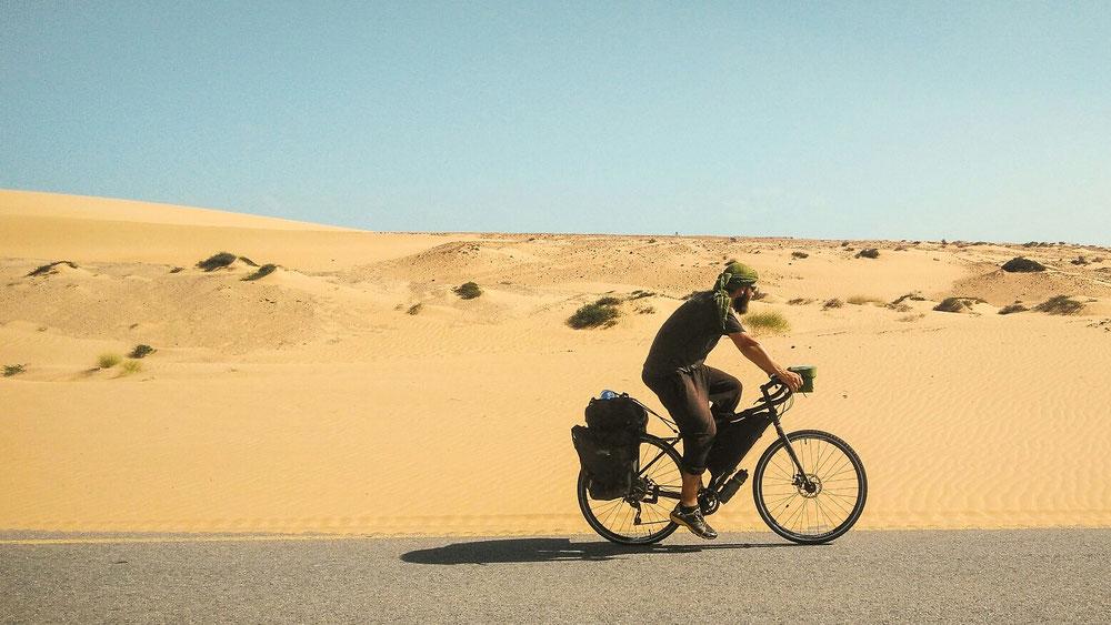 Du sable devant, derrière, sur les côtés.. Et en pleine gueule !