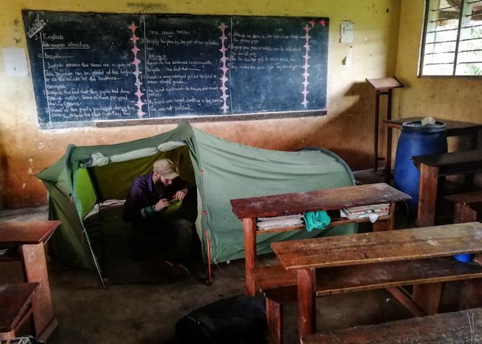 Dodo, directement dans la salle de classe ! (ben oui rappelez vous, il pleut souvent !)