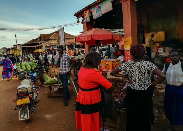 Le marché aux fruits et légumes