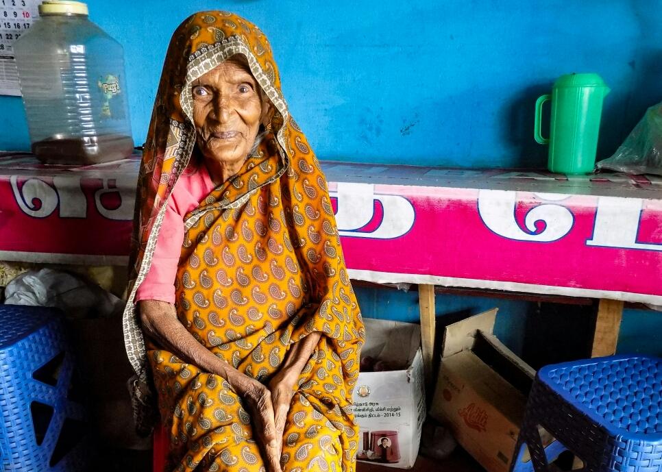 Une grand mère adorable, qu'on a rencontrée dans les environs de Ooty