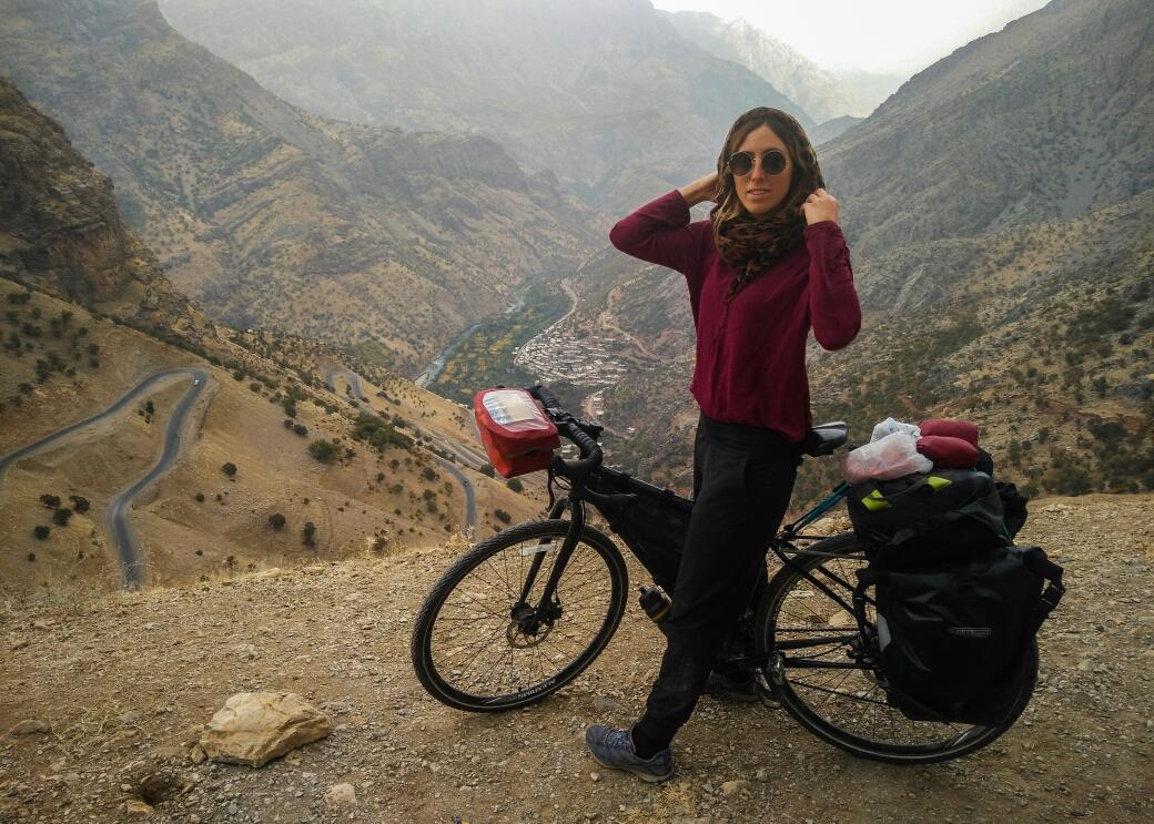 Street style : faire du vélo en Iran avec un voile..