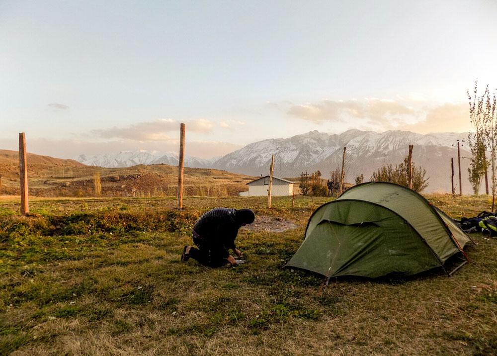 Pichebon, on resort la tente! On ne l'avait pas sortie depuis le Tadjikistan !