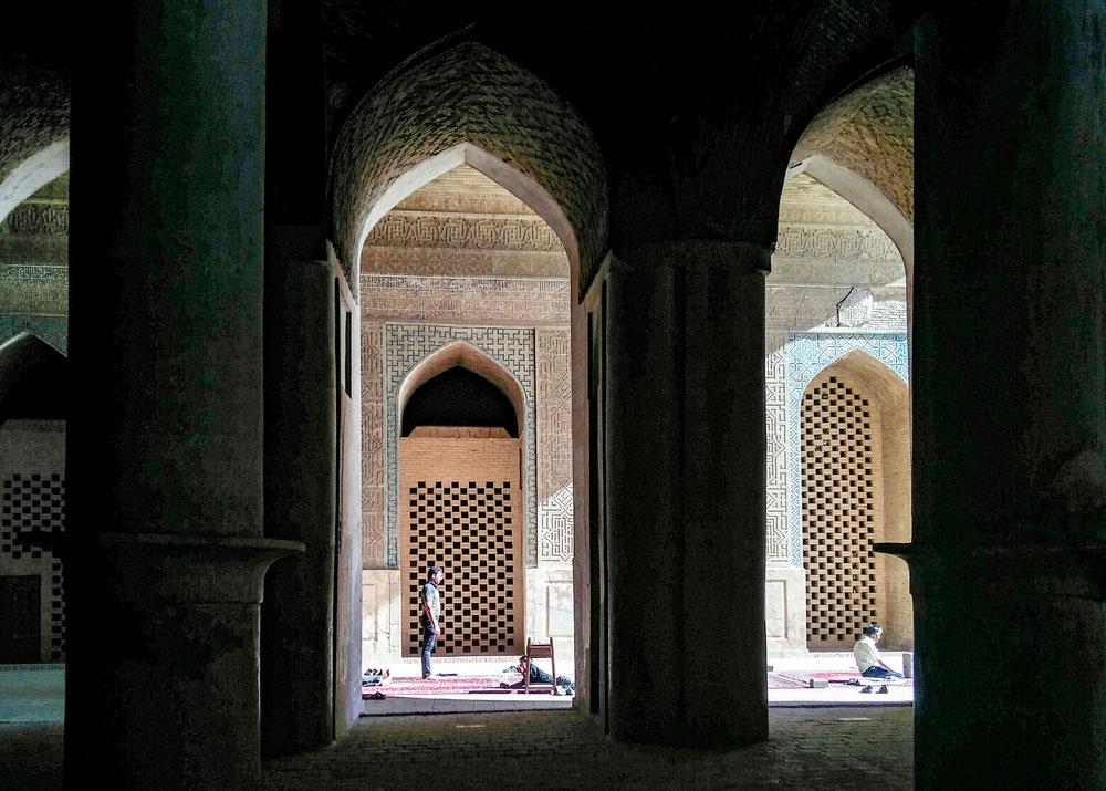 Mosquée جمعهها (eh ouais on a le clavier en persan ! Bon en fait on ne sait pas lire l'alphabet mais par contre on a appris à lire les chiffres !)