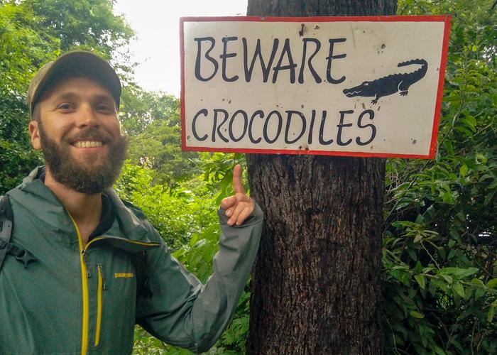 """Le Safari lodge porte bien son nom ! Il y a des crocodiles et des hippopotames à côté de notre tente ! On les entend la nuit faire """"Hon hon hon"""""""