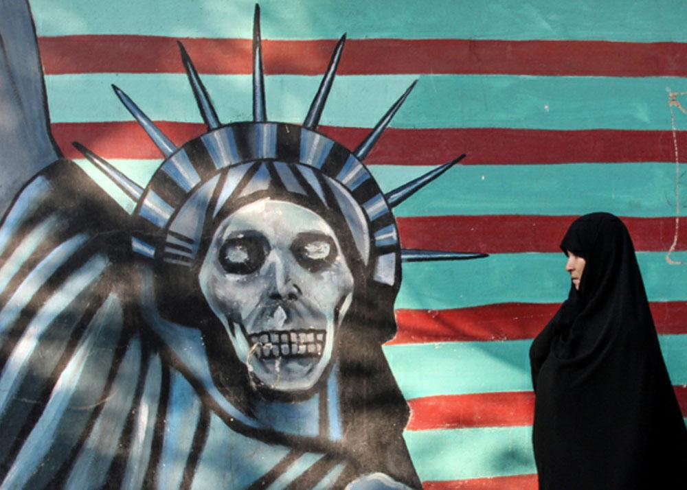 L'ex ambassade des États-Unis conserve sur ses murs des fresques exprimant une vision assez tranchée de l'Amérique..