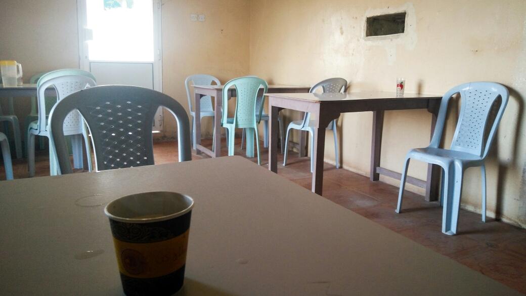 Les coffee shops, où on prend nos cafés le matin (moitié sucre, moitié eau, et une petite cuillère de nescafé en prime !)