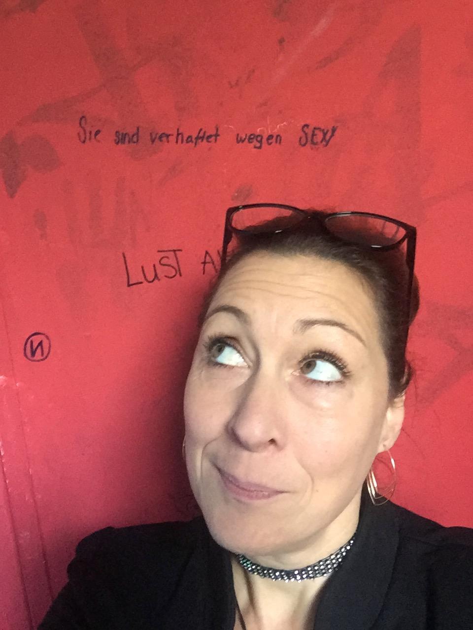 ...doch in der Schultoilette habe ich mich kaputt gelacht! Die wussten, dass ich früher oder später dort auftauche.