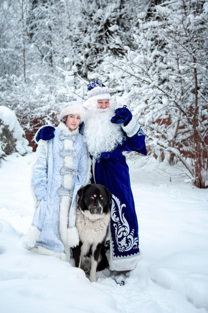Väterchen Frost mit seinem Schneemädchen