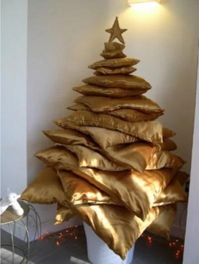 Weihnachtsbaum aus Kissen, gesehen auf curiousphotos.blogspot.ca