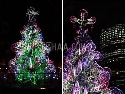 Weihnachtsbaum aus Fahrrädern, gesehen auf curiousphotos.blogspot.ca