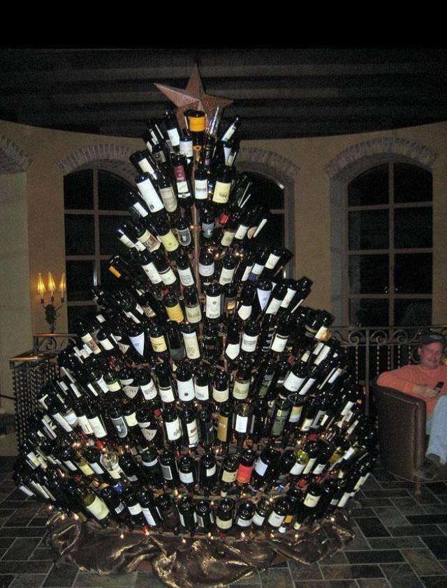 Weihnachtsbaum aus Flaschen, gesehen auf twitter.com