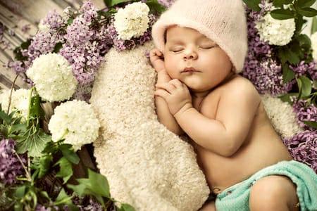 La peau et les cheveux de votre bébé sont fragiles et facilement  irritables, donc il vous faut des produits tous doux pour laver et ensuite  bien hydrater ... 001b0f4aa39