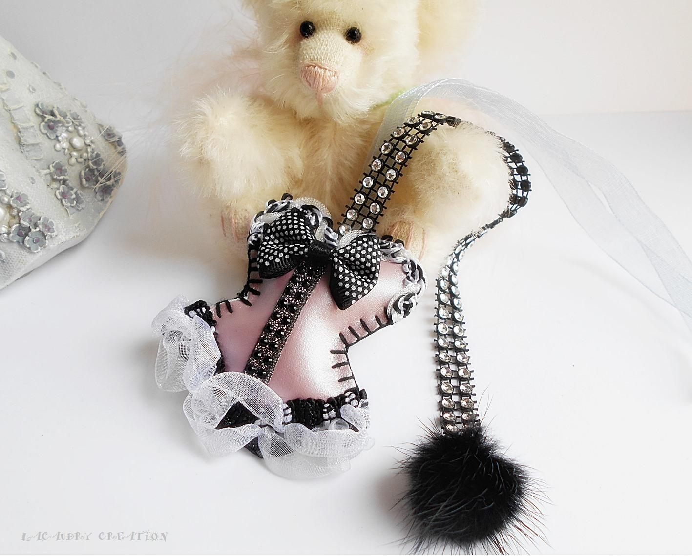 Marque page corset romantique rose métalic et noir