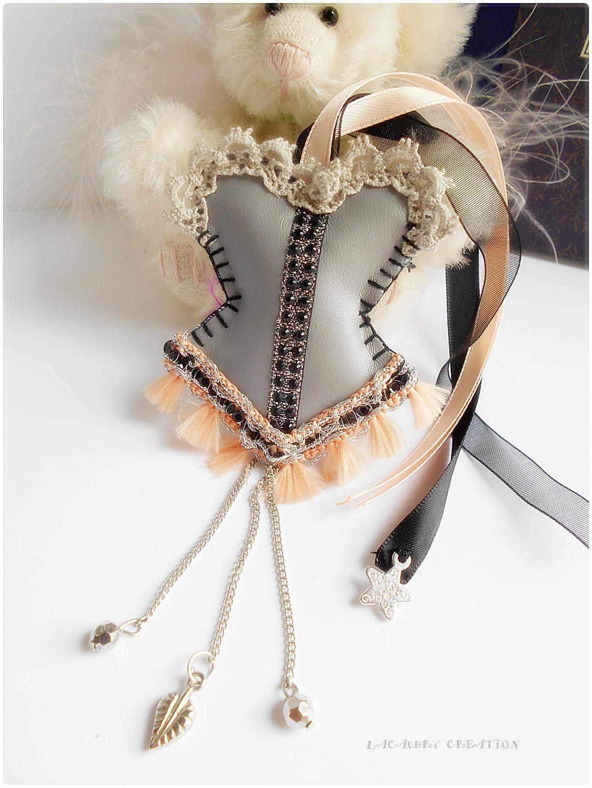 Marque pages corset romantique gris et orange