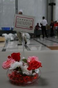 会場に置かれたバラのフレグランスは、茨城県立緑ヶ丘高校の化学部の生徒が作りました