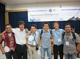 インドネシアのバンドン工科大学(ITB)の学生とともに (豊橋技術科学大学広報誌『天伯』「ぴっくあっぷ」より転載)