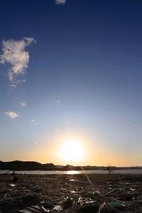 被災地に昇る太陽をテーマとした写真は、『ポスト3.11 変わる学問』(朝日新聞出版)の表紙にもなった