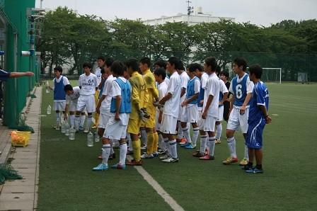 齋藤先生からフォーメーションの指導を聞くAチームのメンバー