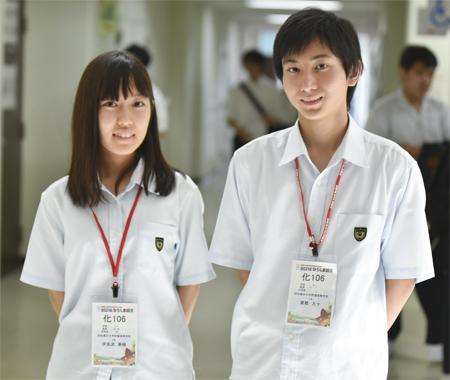 左から 伊良波美樹さん(2年)、賀数九十くん(1年)