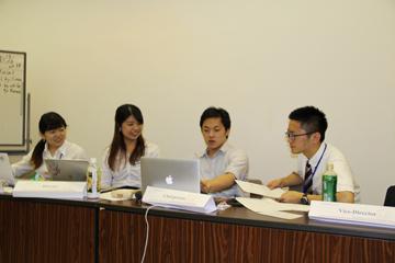 今回のフロントの皆さん。左から戸塚さん、山田さん、星野さん、別役さん
