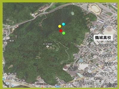 学校の裏にある城山。4つの地点で土を採取した(色のついている場所)