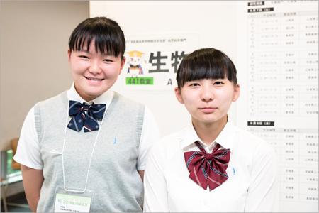 左から 丸岡紗英さん(3年)、宮部真美さん(3年)