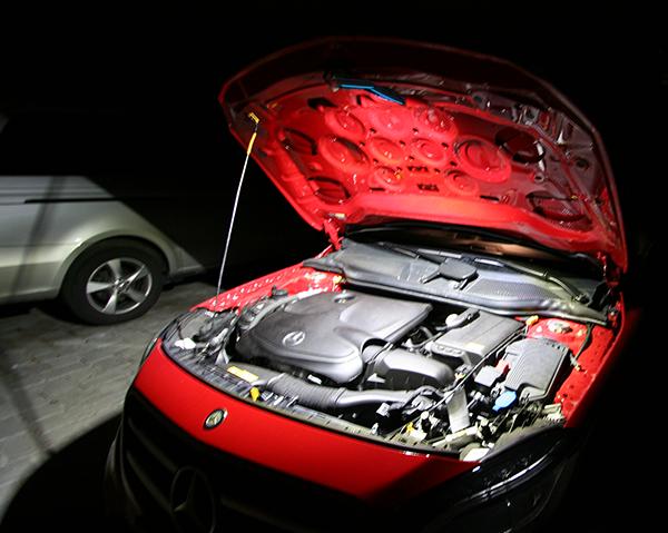 Ausleuchtung eines Motorraums